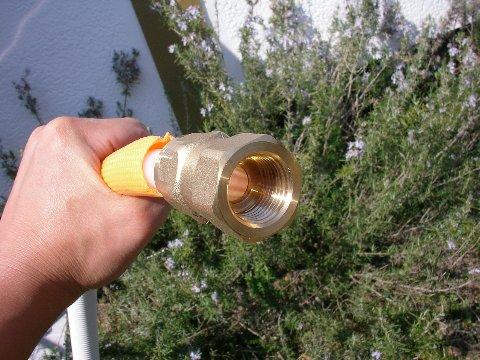真空管パイプ太陽熱温水器の組み立て