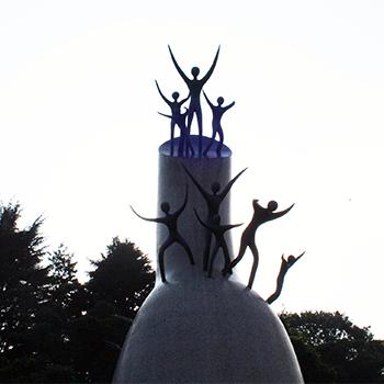 岡本太郎作「母の塔」