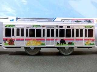中間車(動物園線ラッピング仕様)側面