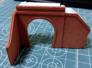 ペーパー製のトンネルポータル