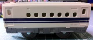 付着した塗料がなくなったリサイクル戦利品のN700系新幹線の中間車 ①