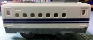 付着した塗料がなくなったリサイクル戦利品のN700系新幹線の中間車 ②