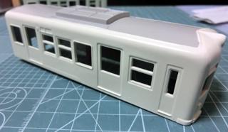 屋根のグレーと上半身のボディーからを塗った琴電1300形②