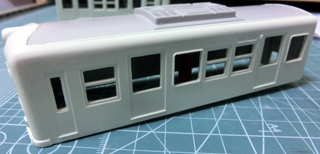屋根のグレーと上半身のボディーからを塗った琴電1300形③