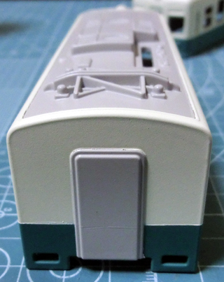 クリームと青緑のツートンカラーになった琴電1300形③