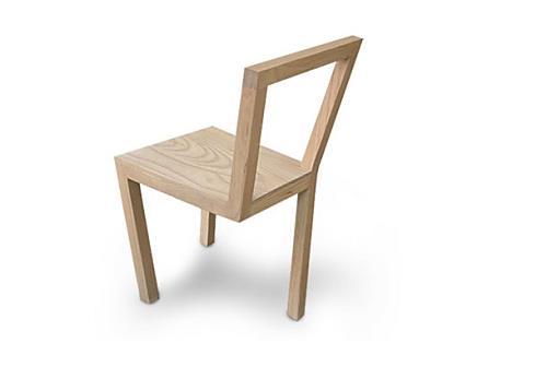 三本足の椅子