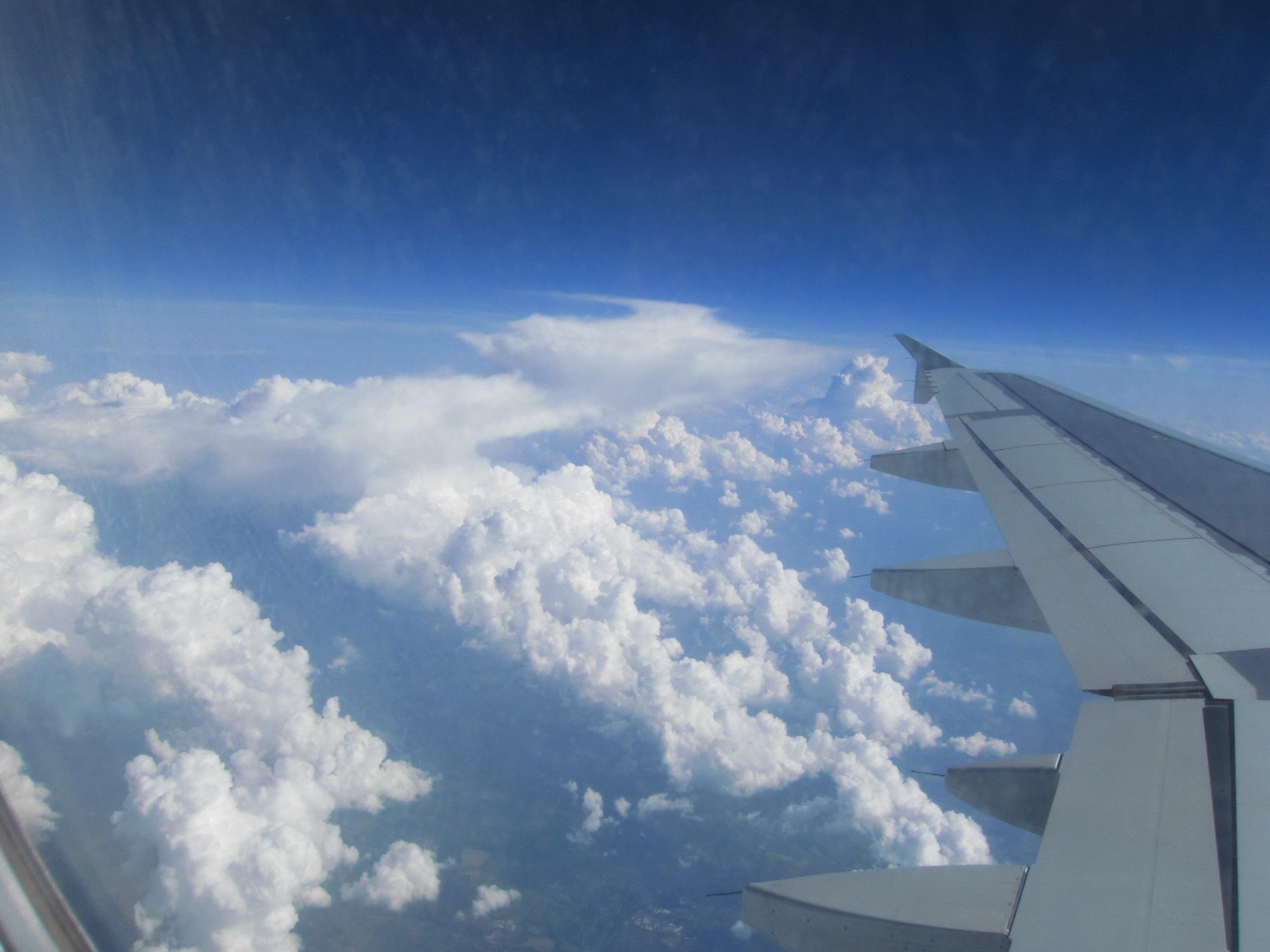 イギリスブリテン島上空から 積雲・積乱雲の発達 強い風Windy