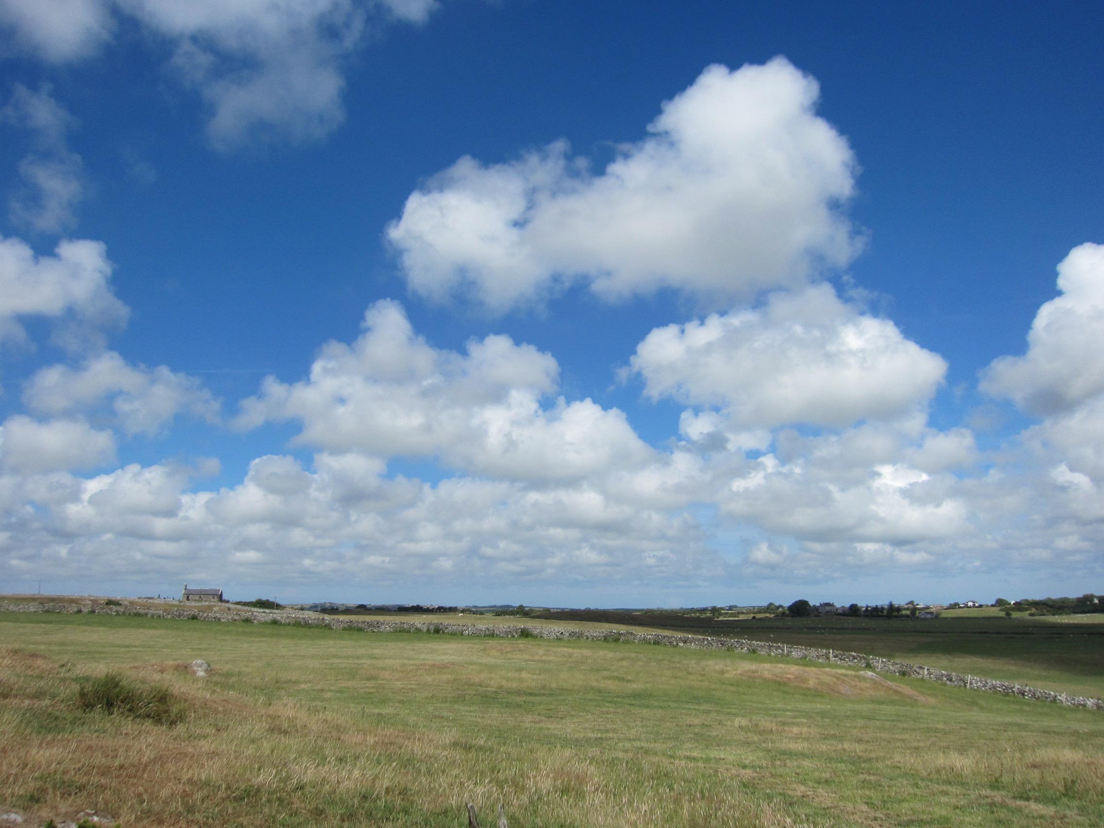 ウェールズ アングレーシー島の天気 積雲