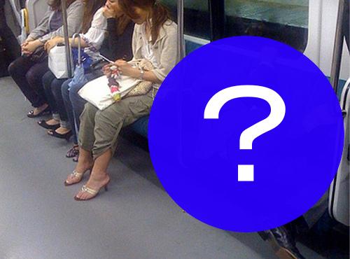 電車で寝る日本人が信じられないと海外で話題に