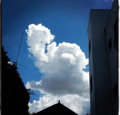 大空に巨大なアンパンマンが現れたと話題に