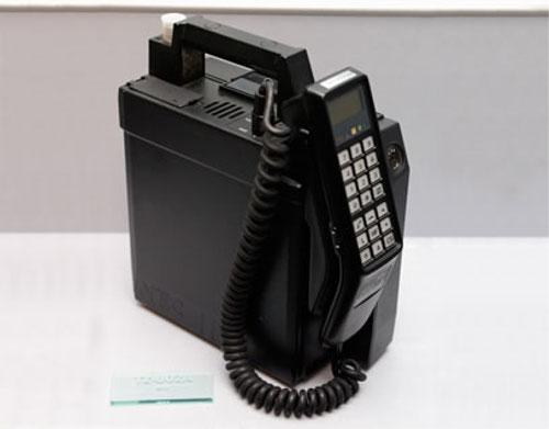 30年前の初期の携帯電話はこんなにドデカかった!