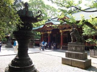 根津神社青銅灯篭