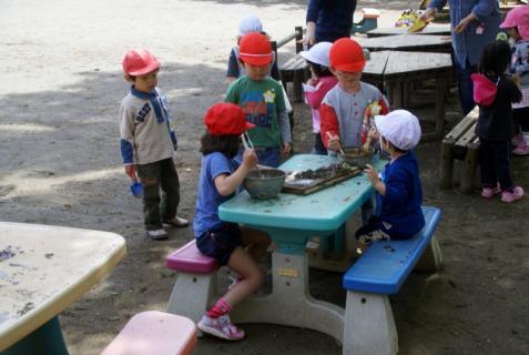 2006-11-24 25年度4月25日園庭遊び 009 (800x536)