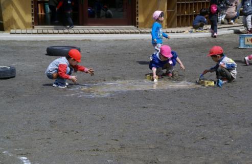 2006-11-24 25年度4月25日園庭遊び 014 (800x519)