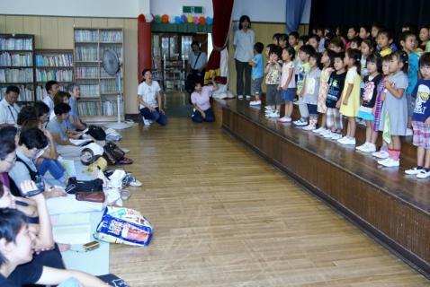 2007-04-14 25年度祖父母参観桃2、緑、赤、お店さんごっこ 024 (800x535)