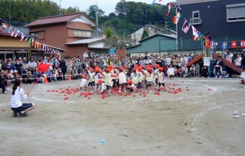 2013-10-19 平成25年度第49回大運動会10月19日 036 (800x511)