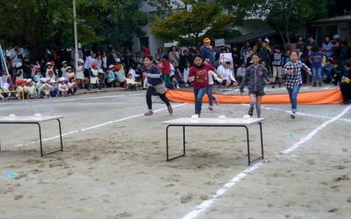 2013-10-19 平成25年度第49回大運動会10月19日 040 (800x501)