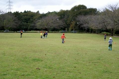 2007-05-24 25年度10月23日芋ほり遠足緑・黄・桃1・誕生会 153 (800x534)