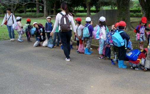 2007-05-24 25年度10月23日芋ほり遠足緑・黄・桃1・誕生会 174 (800x505)