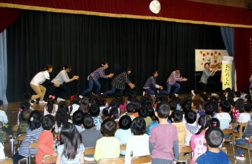 2007-05-31 25年度10月誕生会・青組お化け屋敷・竹とダンスのコラボ 047 (800x522)