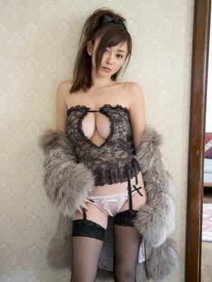 Sabra-net-20130329-CoverGirl-Litle-Witch.jpg