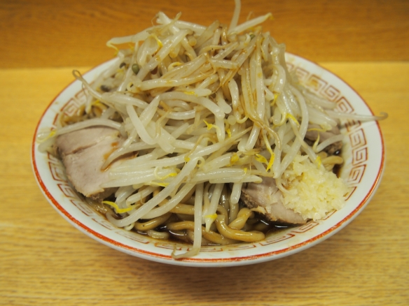 130501_新代田_チャーシュー麺_ソース汁なし_ヤサイニンニク