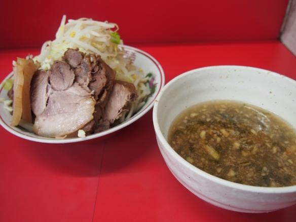 130524_大宮_豚増し小ラーメン_つけ麺(冷)(リンゴあおさ)_ヤサイニンニク