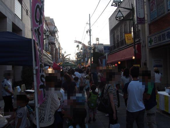 六角橋のふぁみりー通り商店街