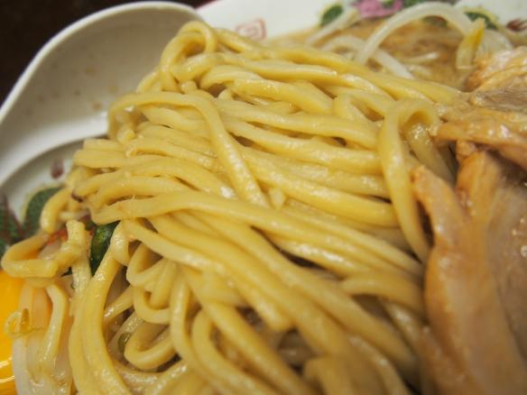 130915_横浜関内_小ラーメン_麺
