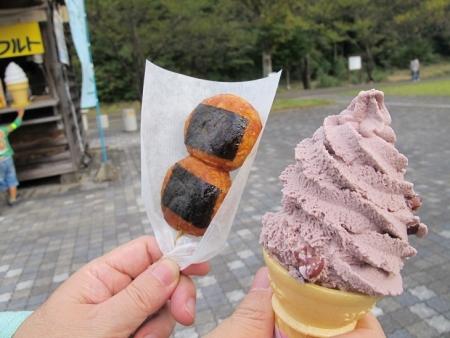 道の駅『白鳥』 揚げ団子と小豆ソフトアイス
