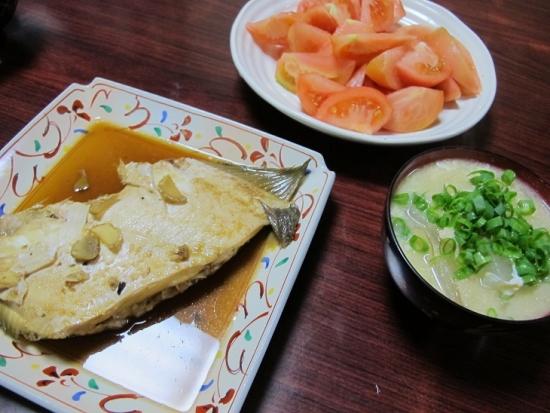 冬瓜とカニの中華スープ、ヒラメの煮つけ、トマト