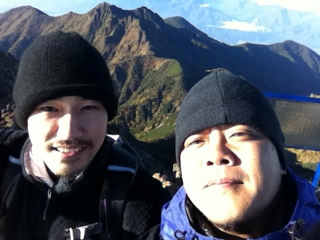 20121012赤岳登山中のケンちゃんとショーンさん001