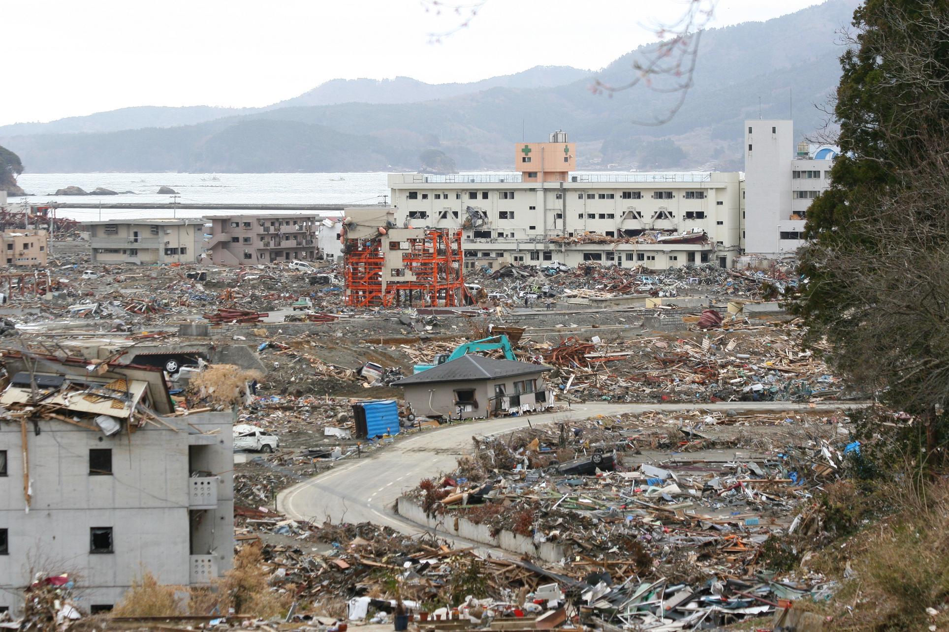 Around_Shizugawa_Public_Hospital_in_Minamisanriku_after_tsunami_2.jpg