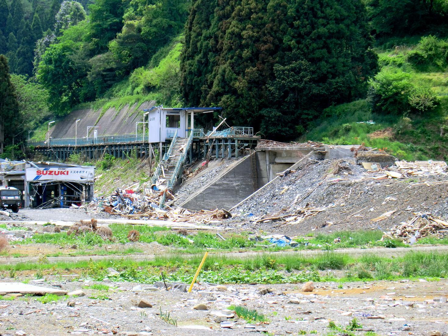 Around_Shizuhama_Station_after_tsunami.jpg