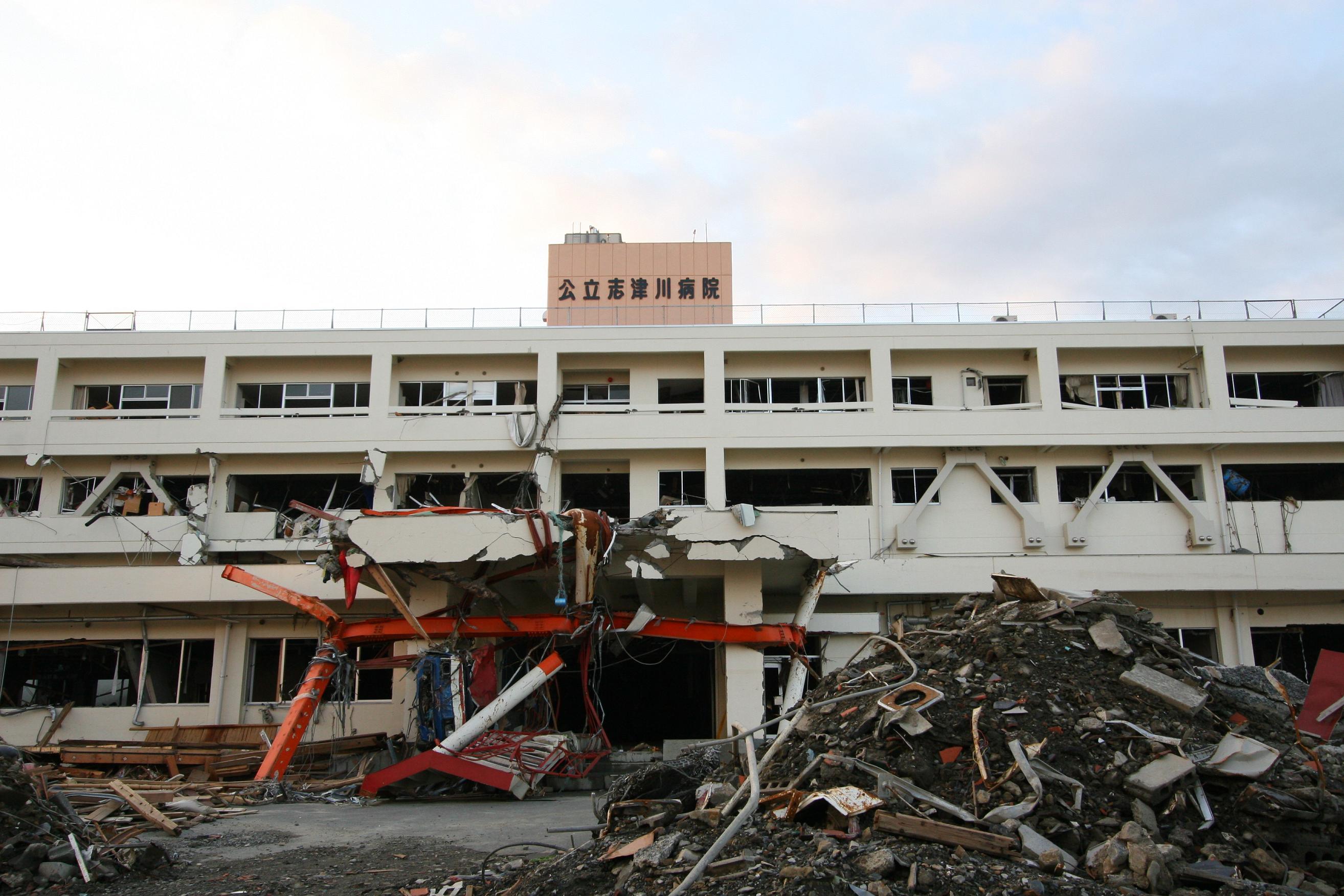 Shizugawa_Public_Hospital_after_tsunami.jpg