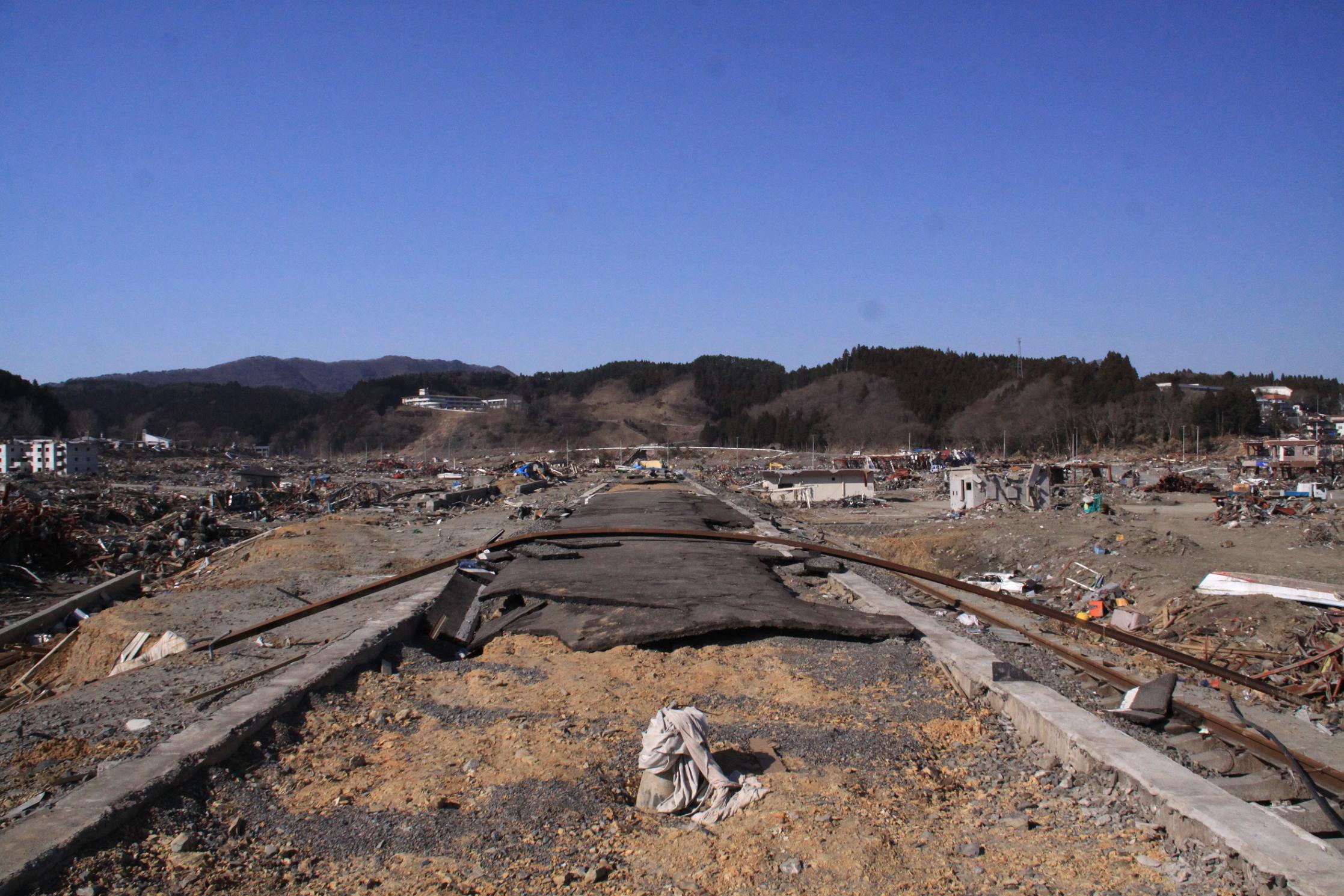 Shizugawa_Station_platform_after_Tsunami.jpg