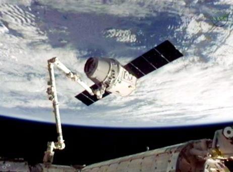o04620342dragon-reaches-space-station-tv_53883_big.jpg