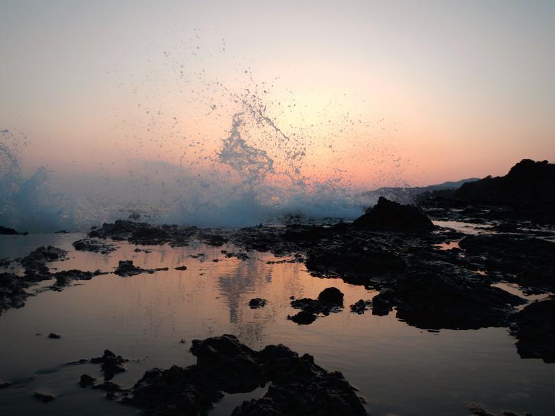 南紀の磯の夕景