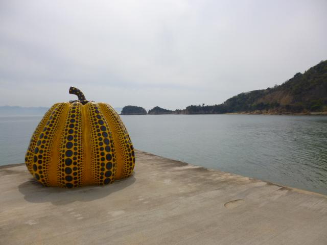 南京/草間彌生 瀬戸内アートの象徴の一つです