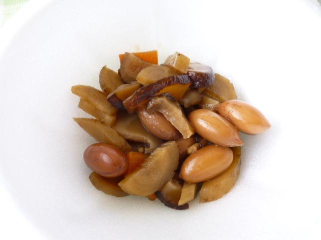 島で栽培されているピーナツの煮物 これは激ウマ!!
