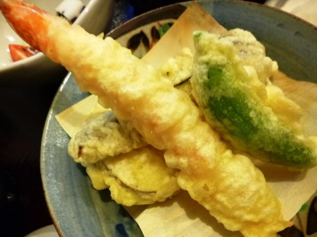 天ぷらの盛り合わせが付きます