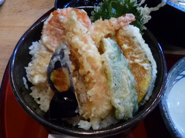 メニューを見ると,本来は天ぷら主体のお店のようです