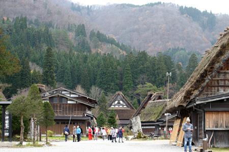 初冬を迎える白川郷の旅は・・・・観光のピークを過ぎて、ちょっとのんびり「世界遺産」をじっくり見つめられます! ①