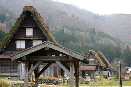 初冬の世界遺産白川郷はどことなくもの悲しい季節ですが、 そんな季節にのんびり一人旅って本当にゆっくりできます! ④