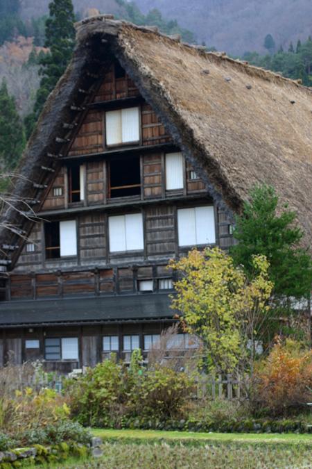 初冬の世界遺産白川郷はどことなくもの悲しい季節ですが、 そんな季節にのんびり一人旅って本当にゆっくりできます! ⑧