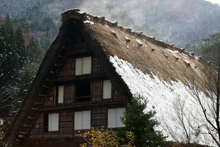茅葺き屋根からのぼる湯気 ⑤