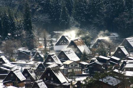 白い雪で美しく表情を変える~世界遺産 白川郷~大自然と田舎らしい風景 ④