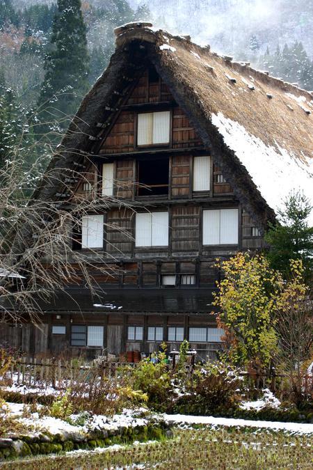 白い雪で美しく表情を変える~世界遺産 白川郷~大自然と田舎らしい風景 ⑥