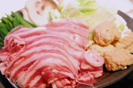 寒い季節は鍋料理「白菜たっぷり!!」