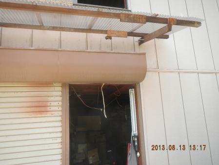 ガレージ入り口の巣